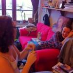 Tjejkväll hos Ulli i Malmö. Emma och Malin syns på bilden