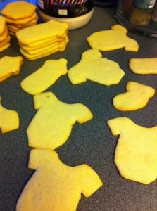 Och odekorerade kakor som jag skar ut för hand. Mmm. Bli imponerade!