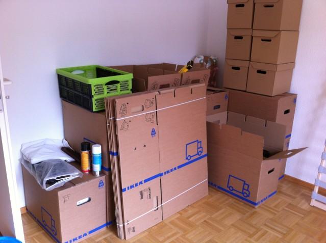 Så här ser det för närvarande ut på Masouds gamla rum. Vi hamstrar fulla flyttkartonger där inne.