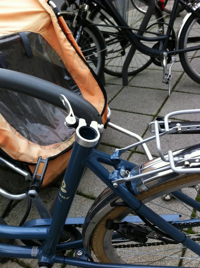 Min fina fina cykel har blivit utsatt för ett övergrepp. Nu har jag en ful svart sadel istället.